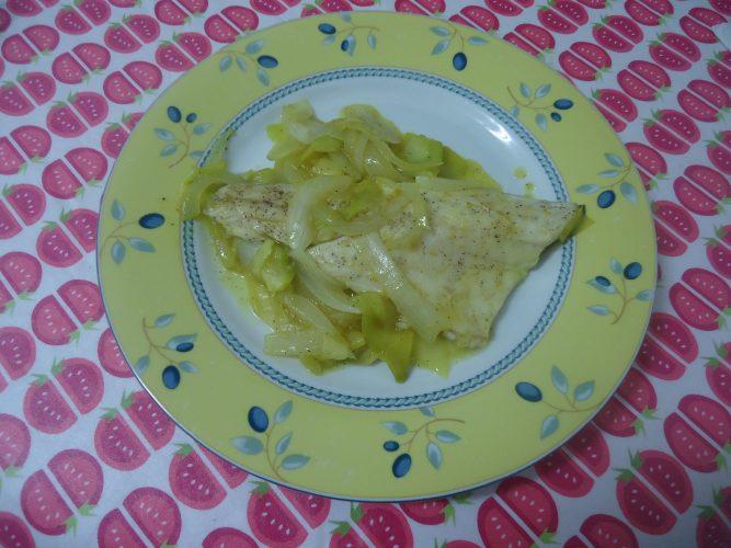 lubina-con-cebolla-calabacin-miel-y-mostaza-1