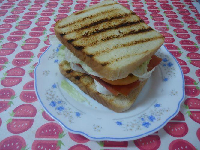 sandwich-de-jamon-serrano-y-queso-brie-2