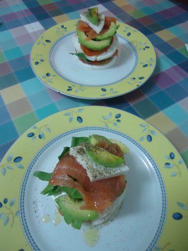 montadito-de-queso-aguacate-y-salmon-ahumado-1