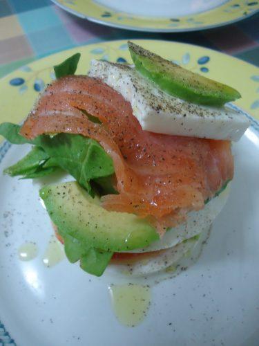 montadito-de-queso-aguacate-y-salmon-ahumado-2